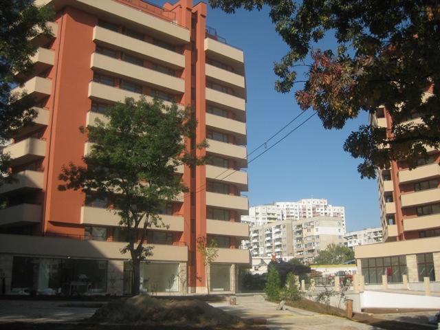 Изображения от: Фази на строителство Блок А и Блок Б  Септември