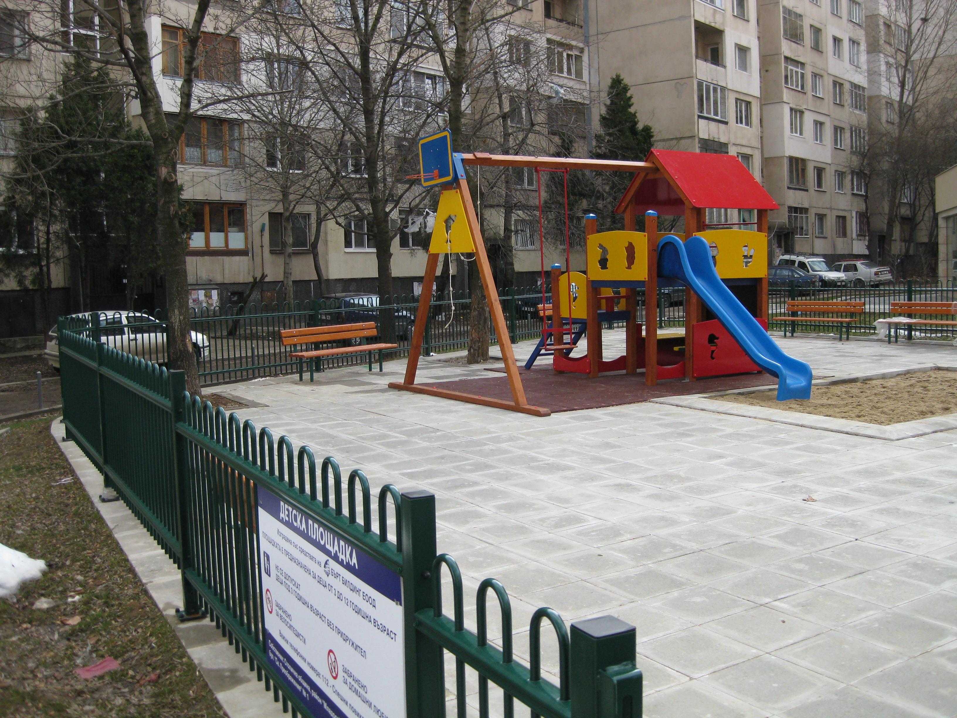 Изображения от: Етапи на строителство Блок А и Блок Б- м.Януари 2010 г.